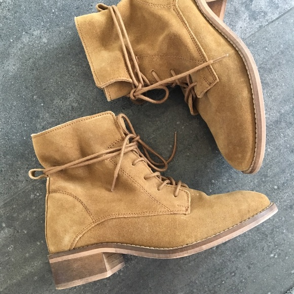 e870a87607d STEVE MADDEN Roosy Lace Up Tan Suede Ankle Boots. M_5b4004280cb5aaf6985e7bfe